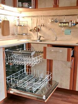 Посудомоечная машина в кухонной жизни