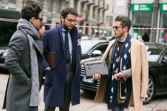 6e872e4ad2f Наконец мода добралась и до производства мужского пальто из меха. Такие  модели носятся как застегнутыми