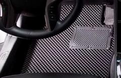 Как выбрать салонный коврик в автомобиль